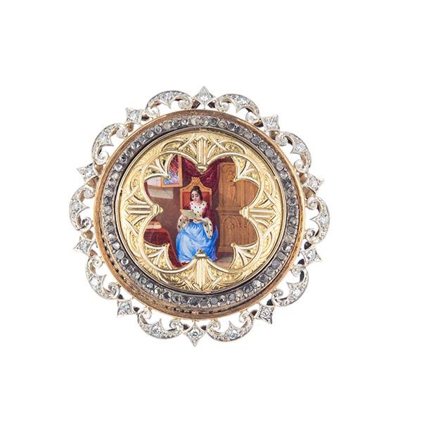 Broche de esmalte rodeado de orlas de diamantes