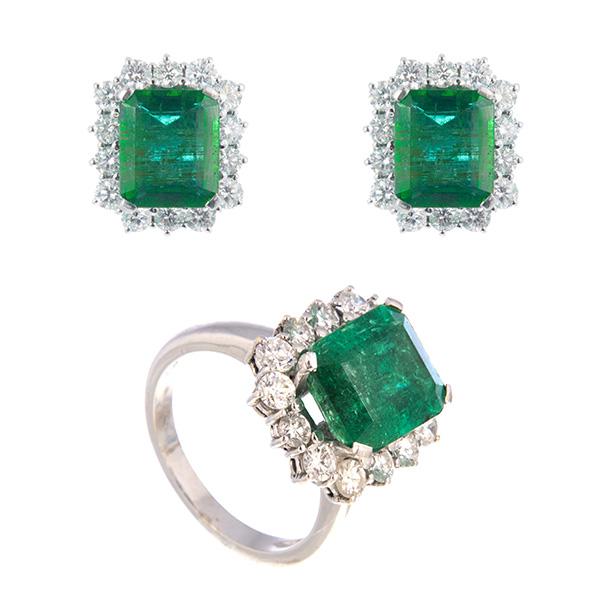 Pendientes y sortija de oro blanco con diamantes y esmeraldas