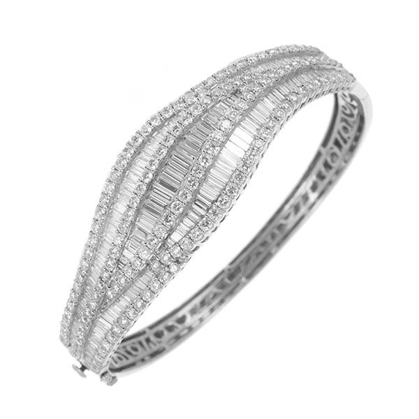 Pulsera rígida de oro blanco con diamantes talla brillante y baguette